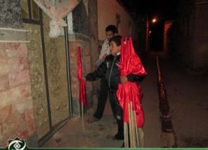 تصاویر/ اجرای طرح توزیع رایگان پرچم های عزاداری در اریسمان
