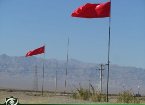 تعویض پرچم سرخ حسینی در محوطه آیینی نینوای اریسمان + تصاویر