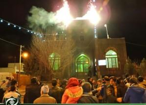 تصاویر/ طنین بانگ الله اکبر و نورافشانی شب ۲۲ بهمن در اریسمان