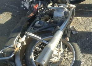 برخورد وانت با موتورسیکلت و واژگونی تریلر در نطنز ۲ کشته داشت