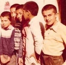 عکس/ برگی از آلبوم خاطرات (۲۳)/ دورهمی فرهنگی شهید اریسمانی با معلم و همشاگردی هایش