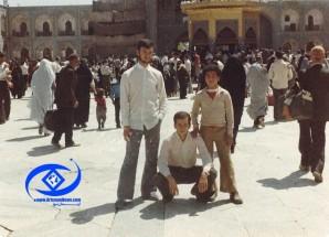 عکس/ برگی از آلبوم خاطرات (۲۴)/ حضور شهید جعفری در سقاخانه حرم امام رضا (ع)