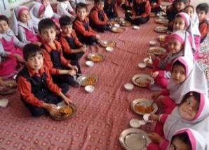 عکس/ اجرای طرح توزیع وعده غذای گرم در مهد کودک باغ بهشت اریسمان