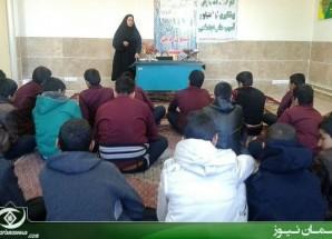 """برگزاری کارگاه آموزشی """"پیشگیری از اعتیاد و رفتارهای مخاطره آمیز"""" در مدارس اریسمان + تصاویر"""